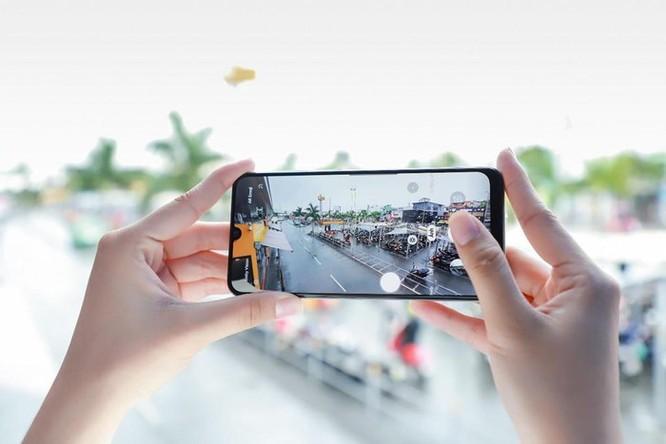 Galaxy A50s sạc nhanh 10 phút có 10 giờ nghe nhạc, camera 48 MP ảnh 5