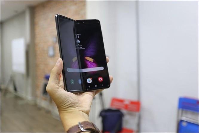 Bỏ gần 100 triệu đồng để sở hữu Galaxy Fold tại Việt Nam ảnh 1