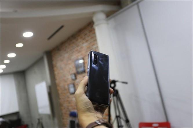 Bỏ gần 100 triệu đồng để sở hữu Galaxy Fold tại Việt Nam ảnh 3