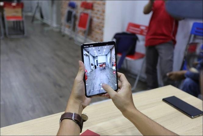 Bỏ gần 100 triệu đồng để sở hữu Galaxy Fold tại Việt Nam ảnh 2