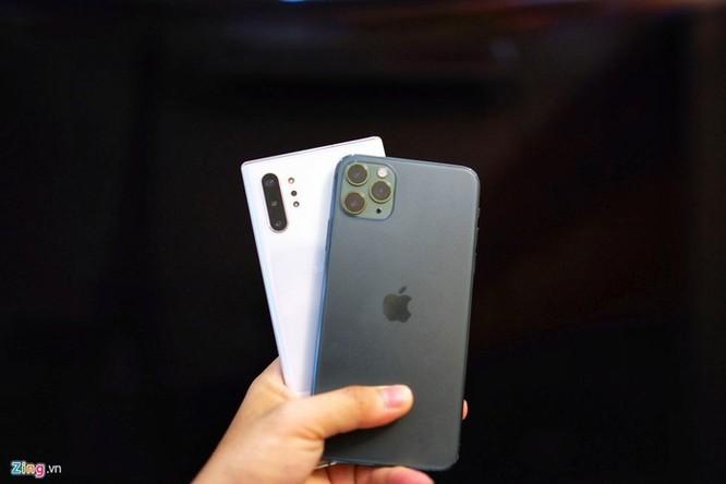 iPhone 11 Pro Max đọ dáng với Galaxy Note10+ ảnh 1