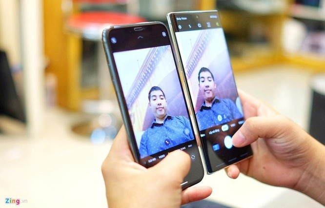 iPhone 11 Pro Max đọ dáng với Galaxy Note10+ ảnh 7