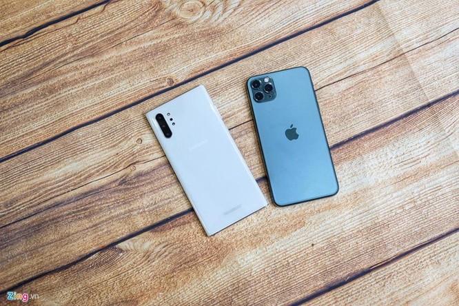 iPhone 11 Pro Max đọ dáng với Galaxy Note10+ ảnh 2