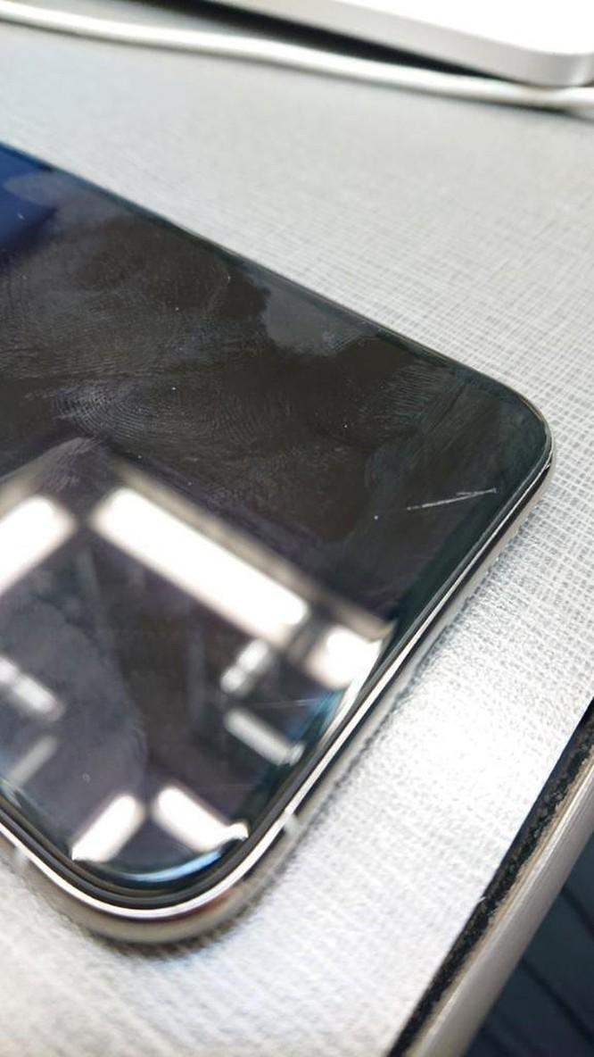 Người dùng kêu trời vì iPhone 11 trầy xước chỉ sau vài ngày sử dụng ảnh 5