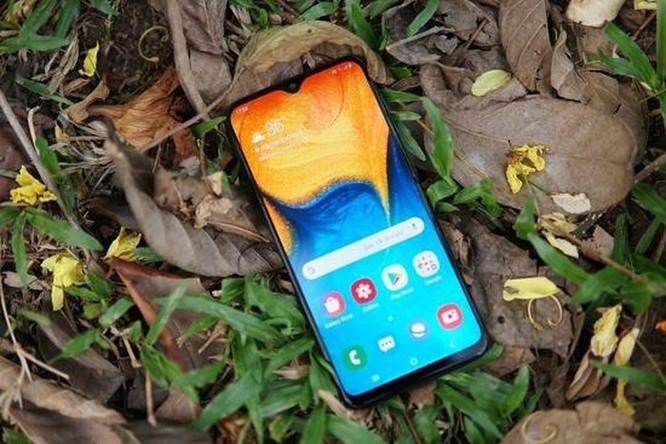 Galaxy A20 có đáng chọn hơn Honor 10 Lite? ảnh 2