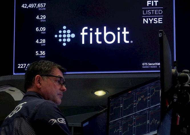 Google bỏ 2,1 tỷ USD mua Fitbit, chính thức đối đầu Apple ảnh 1