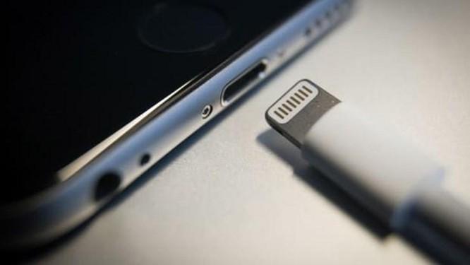 Apple sẽ chia tay cổng Lightning và dùng sạc không dây cho iPhone? ảnh 1