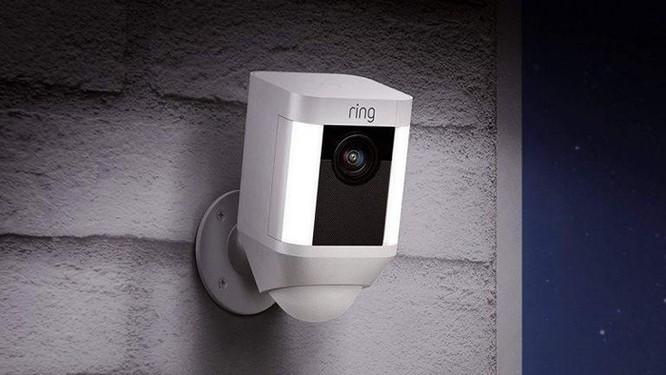 Hacker tấn công camera an ninh, tự xưng ông già Noel, khuyến khích bé gái 8 tuổi đập phá phòng ảnh 1