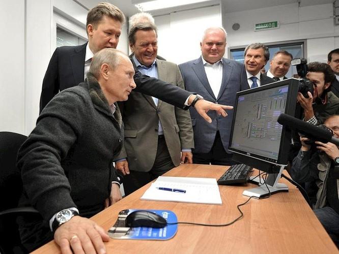 Tổng thống Putin vẫn đang dùng máy tính chạy Windows XP ảnh 1