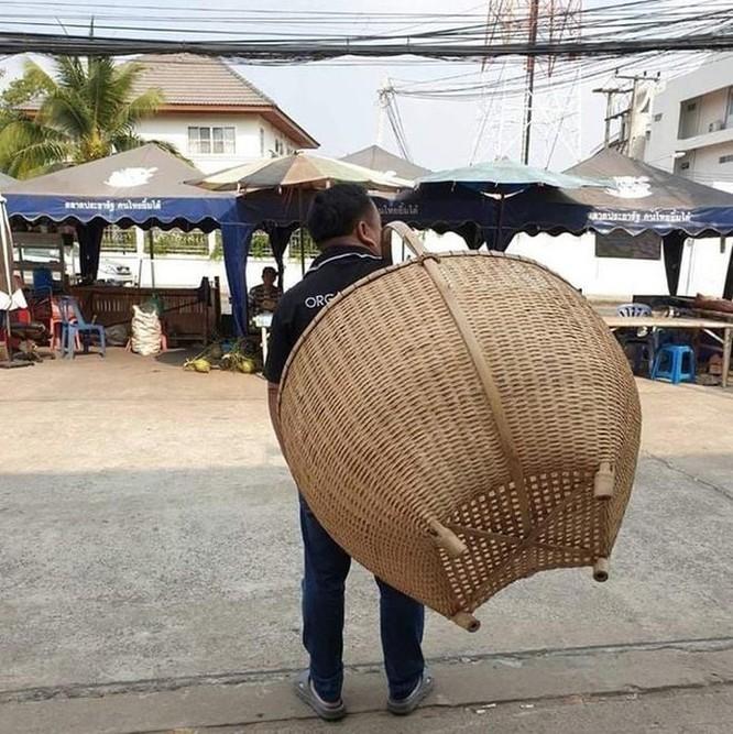 Mang vali, chậu, xe kéo đi mua hàng vì túi nylon bị cấm ở Thái Lan ảnh 8