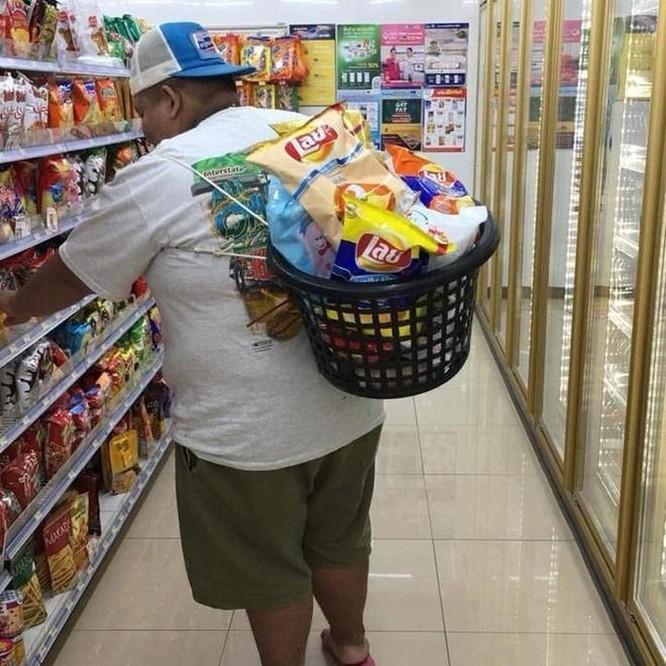 Mang vali, chậu, xe kéo đi mua hàng vì túi nylon bị cấm ở Thái Lan ảnh 5