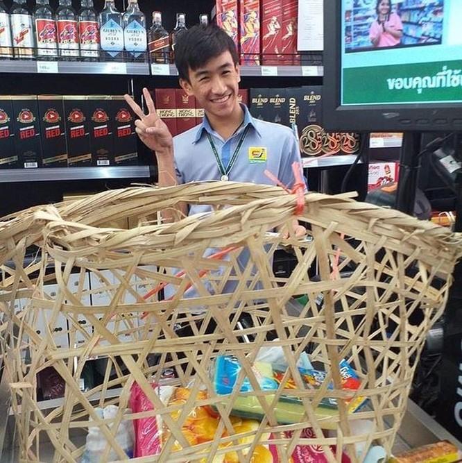Mang vali, chậu, xe kéo đi mua hàng vì túi nylon bị cấm ở Thái Lan ảnh 4