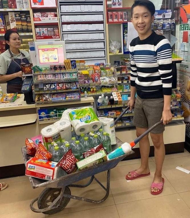 Mang vali, chậu, xe kéo đi mua hàng vì túi nylon bị cấm ở Thái Lan ảnh 3