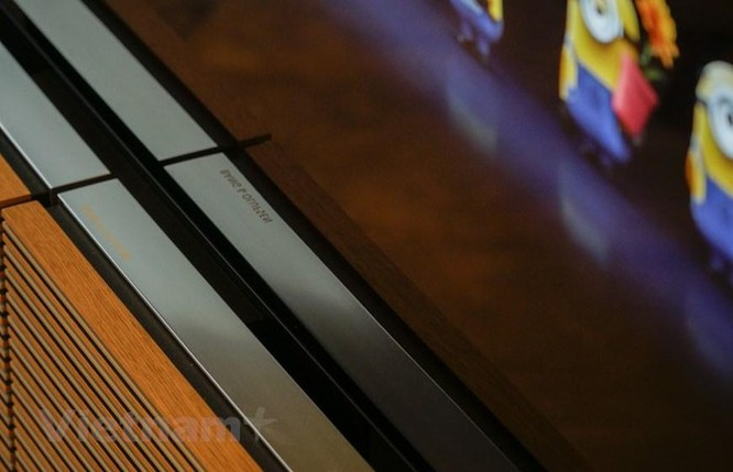 Cận cảnh chiếc TV 570 triệu đồng có loa mở hình cánh bướm ảnh 12
