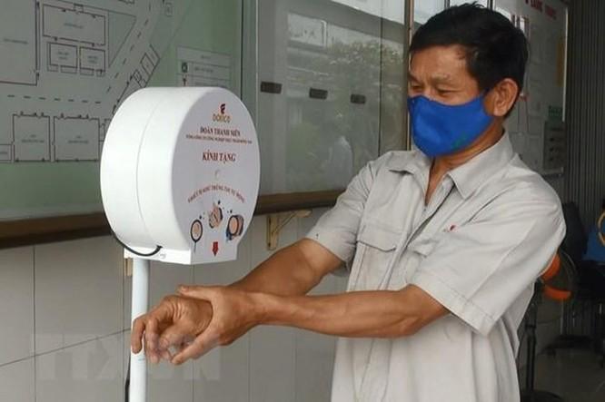 Dịch COVID-19: Thanh niên sáng chế thiết bị rửa tay tự động ảnh 1