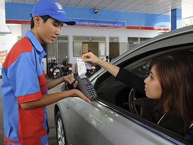 25% cửa hàng xăng dầu tại Hà Nội chấp nhận thanh toán không tiền mặt trong năm nay ảnh 1
