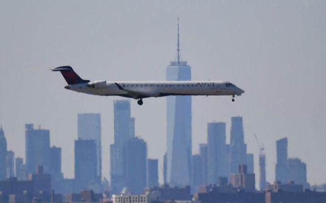 Tiếp viên hàng không Mỹ đối mặt với nguy cơ phơi nhiễm Covid-19 ảnh 1