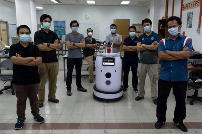 Robot Medibot hỗ trợ cuộc chiến chống COVID-19 tại Malaysia ảnh 1