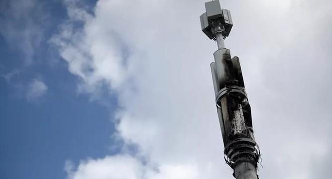 Phát hiện nhóm Facebook kêu gọi phá hủy trụ 5G vì lo ngại Covid-19 ảnh 1