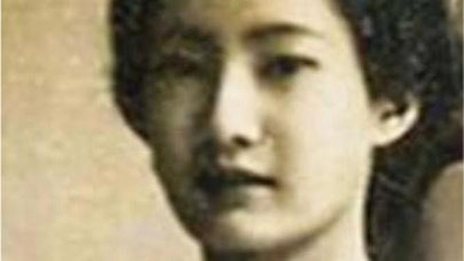 Chân dung Nam Phương hoàng hậu, Einstein được làm nét nhờ Remini ảnh 2