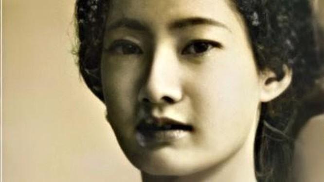 Chân dung Nam Phương hoàng hậu, Einstein được làm nét nhờ Remini ảnh 3
