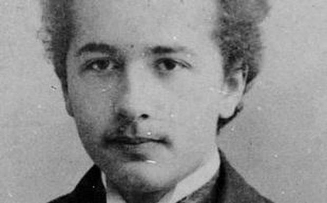 Chân dung Nam Phương hoàng hậu, Einstein được làm nét nhờ Remini ảnh 12
