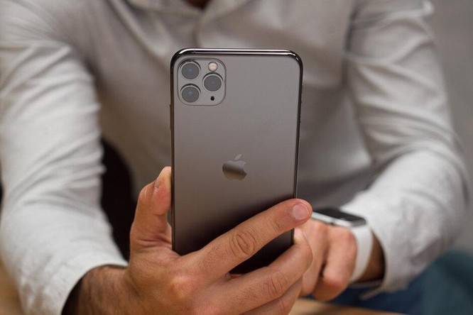 Top 5 smartphone có pin 'đỉnh' nhất ảnh 1