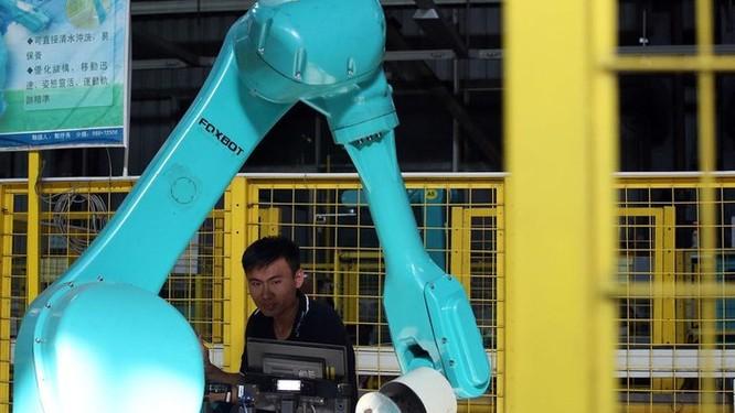 Tốn hàng triệu USD, Apple tạo ra chuỗi robot thua xa công nhân ảnh 1
