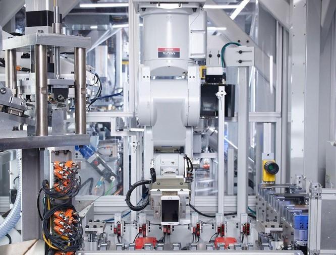 Tốn hàng triệu USD, Apple tạo ra chuỗi robot thua xa công nhân ảnh 4