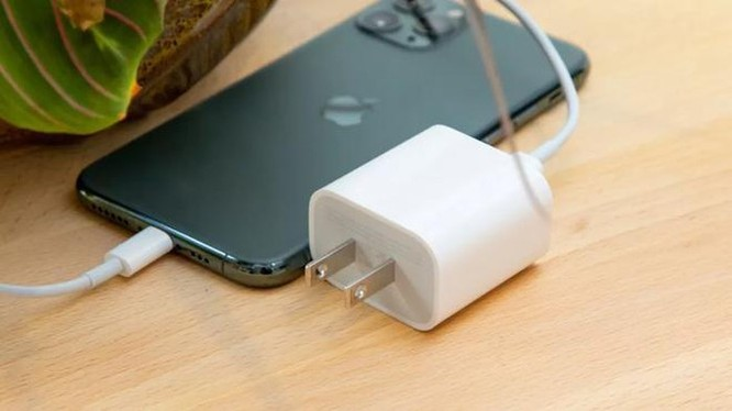 iPhone 12 không kèm củ sạc? ảnh 1