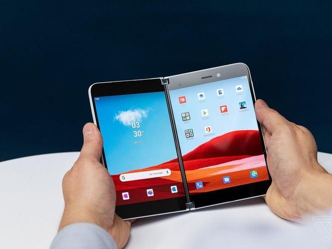 Smartphone màn hình kép của Microsoft đã sẵn sàng lên kệ? ảnh 2