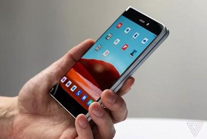 Smartphone màn hình kép của Microsoft đã sẵn sàng lên kệ? ảnh 1