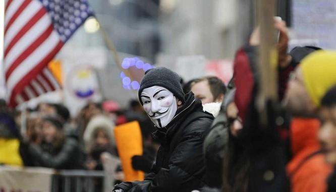 Anonymous trở lại ảnh 1