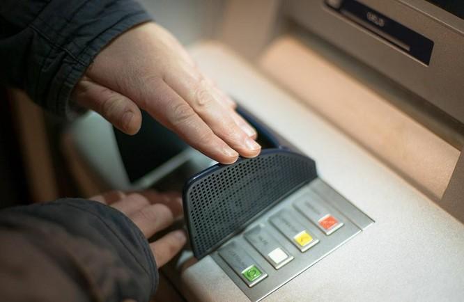 Tin tặc hack máy ATM tự động nhả tiền ảnh 3