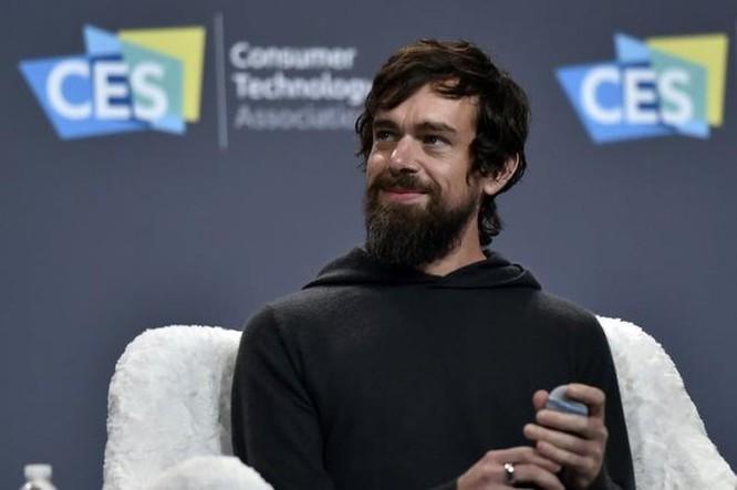 CEO Twitter: 'Tôi không dùng gì của Facebook' ảnh 1