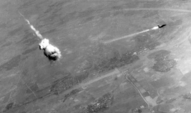 Tên lửa Sam-2 bắn hạ một máy bay Mỹ trên bầu trời miền Bắc Việt Nam