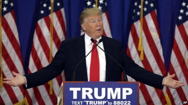 """Donald Trump """"dính chưởng"""" nặng trước cuộc quyết đấu với bà Hillary ảnh 1"""