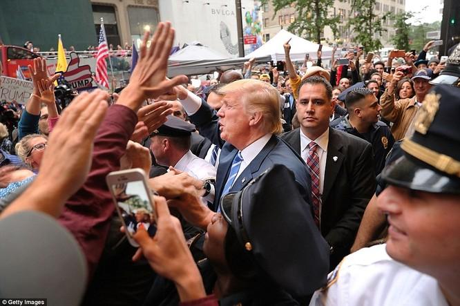 Ông Trump phát biểu tại New York, tuyên bố không bao giờ từ bỏ cuộc đua tổng thống