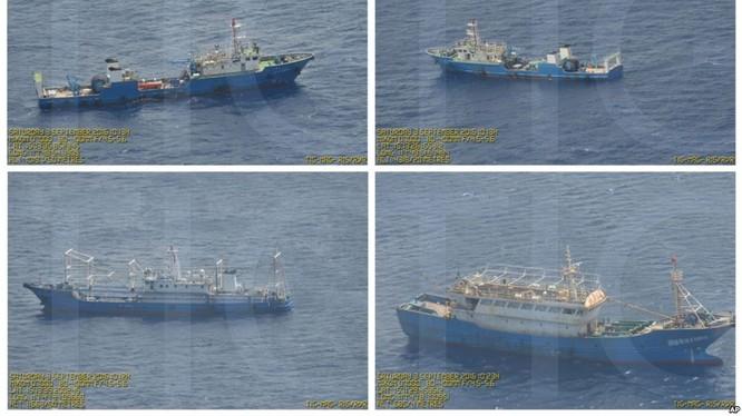 Không ảnh phát hiện tàu Trung Quốc thường trực quanh bãi cạn Scarborough chiếm của Philippines năm 2012