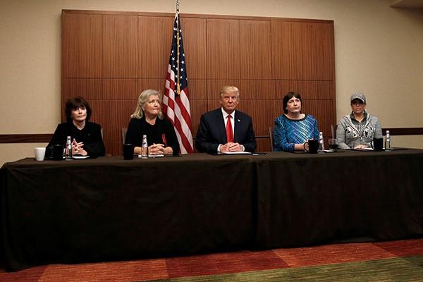 Ông Trump tổ chức họp báo với 4 người cáo buộc cựu tổng thống Bill Clinton tấn công tình dục họ.