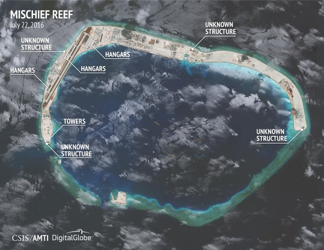 Cận Đá Vành Khăn đã bị Trung Quốc bồi lấp, xây đảo nhân tạo trái phép với đường băng, nhà chứa máy bay và các công trình quân sự ở quần đảo Trường Sa của Việt Nam