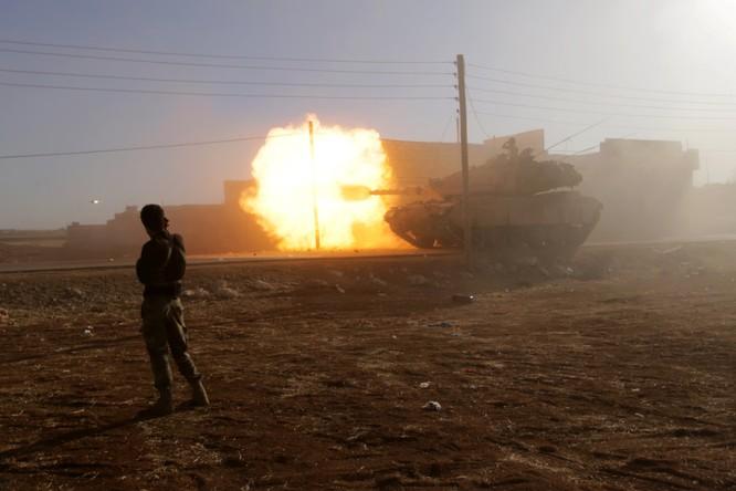 Một chiếc xe tăng của lực lượng phiến quân ở Aleppo