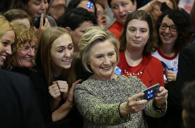 Có vẻ như chiến thắng trong cuộc đua vào Nhà Trắng đã hiển hiện trước mắt bà Clinton