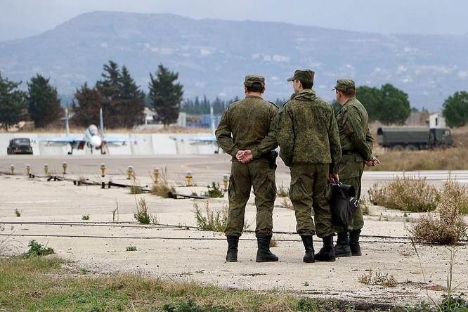 Sĩ quan Nga tại căn cứ của Nga tại Hmeimim, Syria