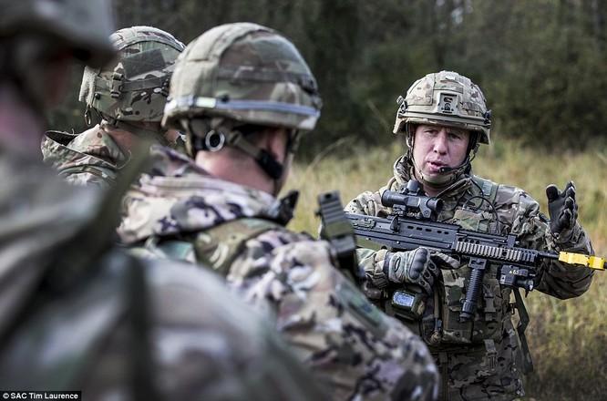 Binh sĩ NATO đang được điều động sang sườn phía tây để đối phó với Nga
