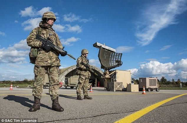 Nhóm binh sĩ Anh vừa được triển khai đến các nước NATO ở phía đông giáp biên giới Nga