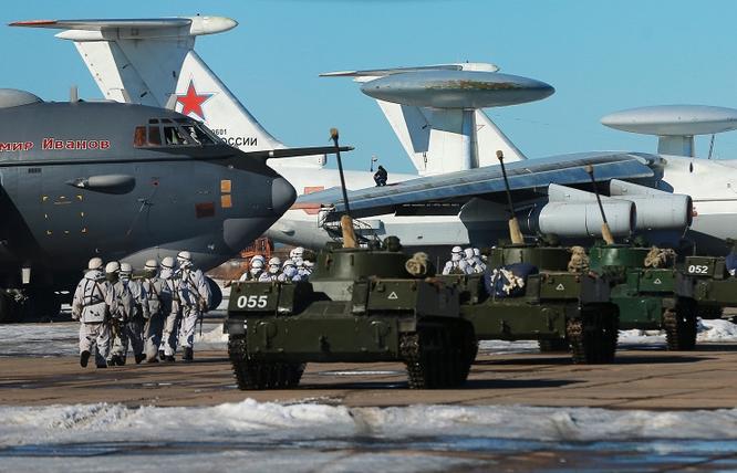 Binh sĩ Nga trong một cuộc diễn tập đường không