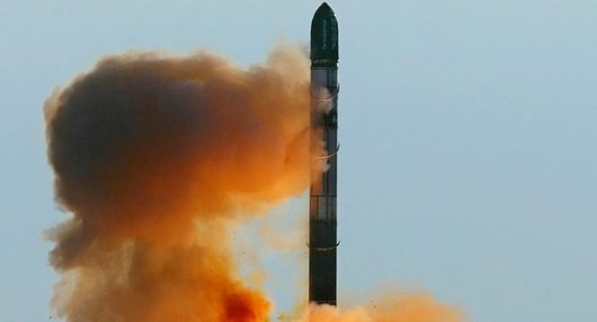 Tên lửa Sarmat của Nga rời bệ phóng