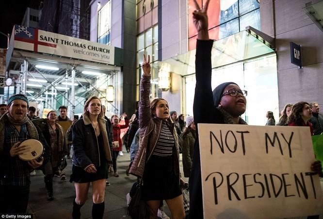 Làn sóng biểu tình chống ông Trump lan rộng khắp nước Mỹ