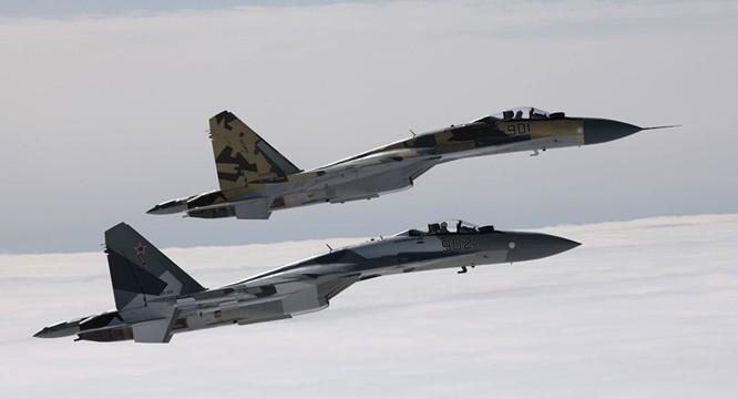 Phi đội Su-35 của Nga